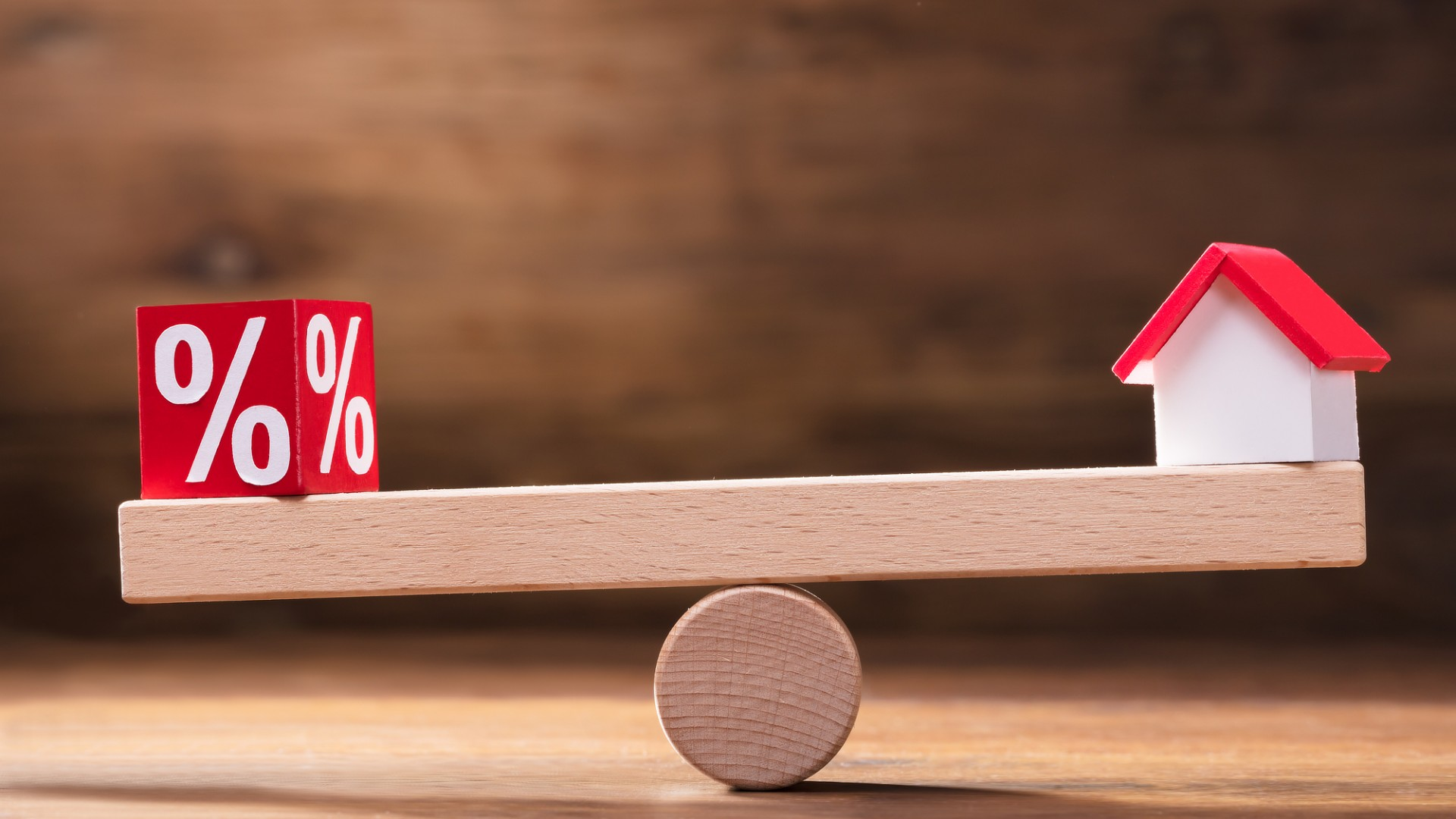 Fixed vs Variable Interest Rates — What's Best for Me?
